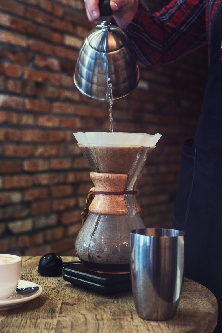 brew-coffee-in-a-Chemex